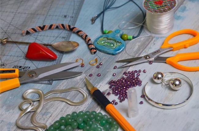 Scissors-Knife-Spoon-Beads-Tool-Necklace-Sharp-3673064.jpg