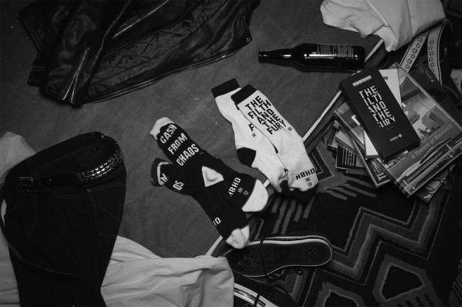 https-hypebeast.com-image-2017-11-neighborhood-stance-socks-1.jpg