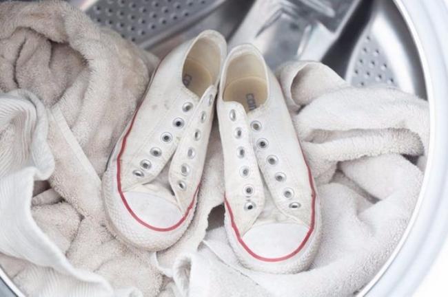 how-clean-sneakers-09-760x506.jpeg