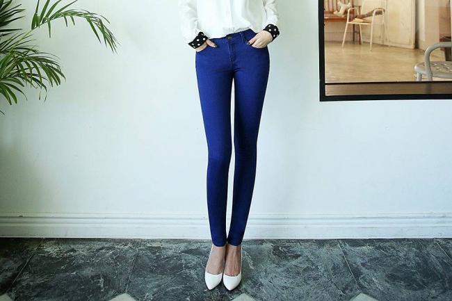 YArko-sinie-stilnye-skinni.jpg