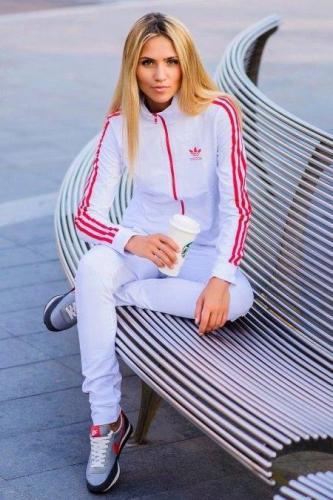 -zhenskie-sportivnye-kostyumy-113.jpg